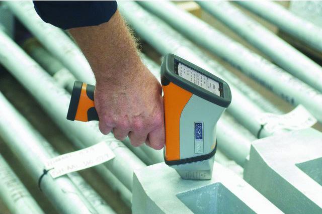 hitachi-RFA-handspektrometer-der-X-met-8000-baureihe04