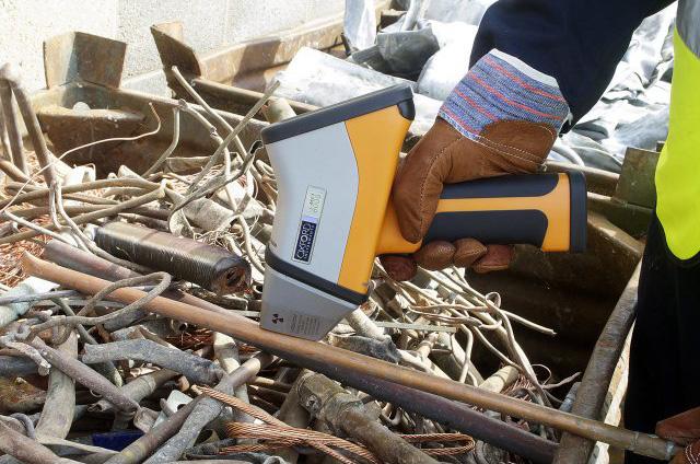 hitachi-RFA-handspektrometer-der-X-met-8000-baureihe07