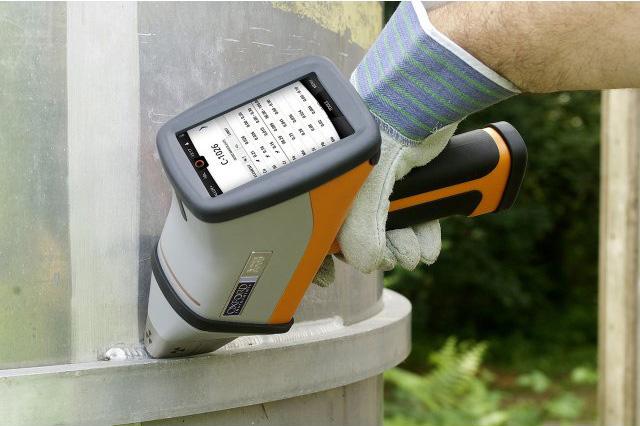 hitachi-RFA-handspektrometer-der-X-met-8000-baureihe09